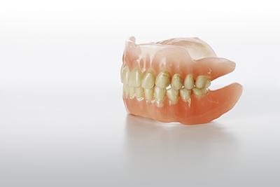 ご使用中の入れ歯にお悩みはありませんか